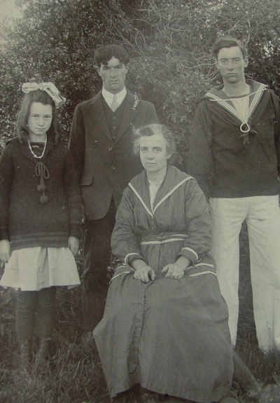 1918-19: Hilda George and Cecil with Etta